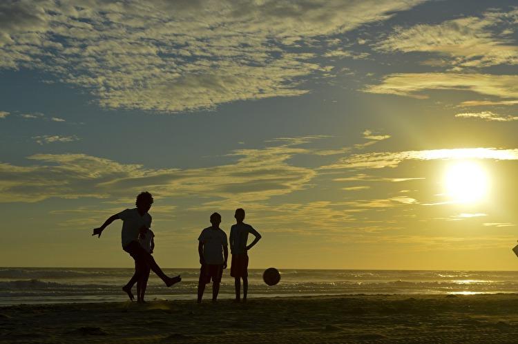 【サッカー】オーバートレーニング症候群を防ぐために本人と周囲の方が考慮すべきこと【高負荷スポーツ】